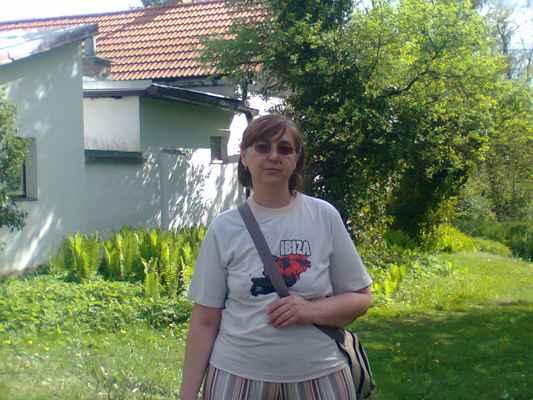 lasardoPictures 2012 - Gabi v Ibiza tričku • Plzeň • 9-12' • 2012  * Dne:8.5.2012/16:08:23 h./Plzeň.  * Foto:D'J.TamášLasardoPictures & JT81 * Fotoaparát:Nokia C3-00 Gabika-Ibiza a haz utan-8.5.12-plzen park-DLD.jpg | fotoaparát: Nokia, C3-00 | datum: 08.05.2012 16:08:23 Nahrané z WiFi od Dá Pietro pizzerka Plzeň DJKT dne 30.8.2018. #gabika #dodi #pilsen #minulost