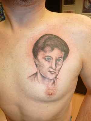 Mé Tattoo od Tattoo Umí v Plzni r.2011/lasardoPictures™ - Mé první tattoo u Tattoo UMI v Plzni,na mé 30 té narozky v r.2011 u Mári,cena:2000 Kč.Na fotce(Tattoo)je moje máma Marta. *2   https://m.facebook.com/tattoo.sykora - FCB/UMI   www.tetovani-plzen.cz - Tattoo UMI   Dne:02.11.2011/Plzeň/Středa/Tattoo Umi  Foto:Tamáš.D'J&Mára Tattoo©JT81™/2018  Fotoaparát:Panasonic DMC-ZX1(Mára Tattoo)  tatoo-dodi (2).JPG | fotoaparát: Panasonic, DMC-ZX1 | datum: 02.11.2011 18:05:21 | čas: 1/30 s | clona: F3.3 | ohnisko: 4.5 mm | ISO: 250  19.2.2018/TP-LINK_153E2A v baráku S27,Plzeň