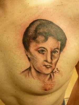 Mé Tattoo od Tattoo Umí v Plzni r.2011/lasardoPictures™ - Mé první tattoo u Tattoo UMI v Plzni,na mé 30 té narozky v r.2011 u Mári,cena:2000 Kč.Na fotce(Tattoo)je moje máma Marta. *3   https://m.facebook.com/tattoo.sykora - FCB/UMI   www.tetovani-plzen.cz - Tattoo UMI    Dne:02.11.2011/Plzeň/Středa/Tattoo Umi.  Foto:Tamáš.D'J&Mára Tattoo©JT81™/2018  Fotoaparát:Panasonic DMC-zx1  tatoo-dodi (3).JPG | fotoaparát: Panasonic, DMC-ZX1 | datum: 02.11.2011 18:08:18 | čas: 1/25 s | clona: F3.3 | ohnisko: 4.5 mm | ISO: 400  WiFi v S27 v Plzni dne 19.2.2018. #jt81 .