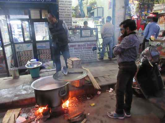 Vařené mléko na ulicí.