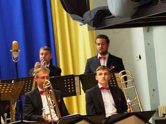V Eager Swingers také hrají naši zástupci...nahoře vpravo Petr Grufík jr. a dole vpravo Rosťa Blaha.
