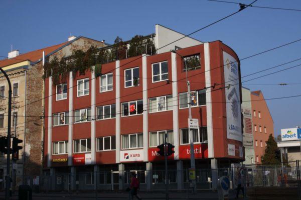 V domě na ulici Cejl dříve sídlila továrna na výrobu kalhotové látky.