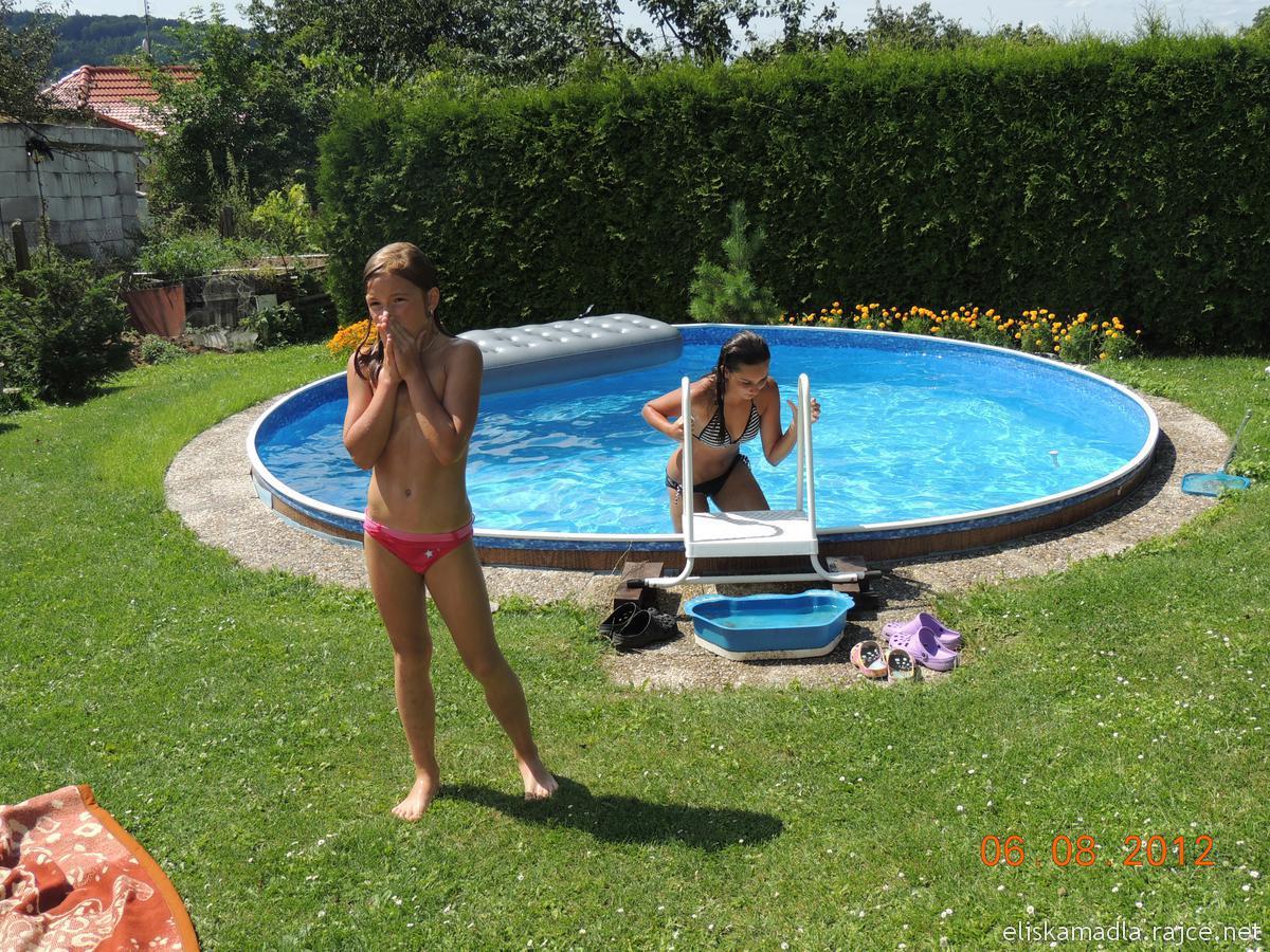.rajce.idnes.cz backyard červenec 2009 – vrabelky – album na Rajčeti