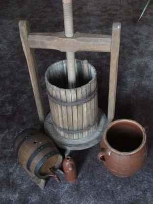 Vinař - stánek s kvalitními moravskými víny Znovín, stáčená i archivní, účast na akcích po dohodě s pořadatelem (tel.: 777293392