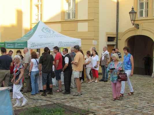 Vinař - stánek s kvalitními moravskými víny Znovín, stáčená i archivní, účast na akcích po dohodě s pořadatelem