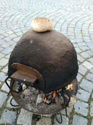 Pekař - pečení chleba v hliněné peci - cena 2500,-/den + doprava 6,-/km z Jílového u Prahy, Mladé Vožice nebo Proboštova