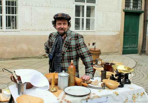 """Prvorepubliková kuchyně """"U brambory"""" - cena od 2000,-/den + cestovné 6,-/km z Prahy, Mladé Vožice nebo Proboštova"""
